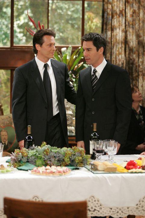 Will (Eric McCormack, r.) kann es nicht fassen - auch Sam (Steven Weber, l.) hatte eine letzte Begegnung mit seinem Vater George ... - Bildquelle: Chris Haston NBC Productions
