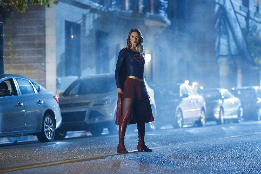 Gelingt es Supergril (Melissa Benoist) ihre Superkräfte, die ihr von einem Parasiten-Alien mehr und mehr entzogen werden, zurückzuerlangen oder muss... - Bildquelle: 2016 Warner Bros. Entertainment, Inc.