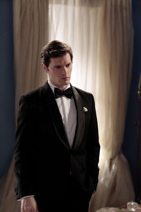 Louis (Hugo Becker), der von seiner Mutter erfahren hat, dass Blair sich noch zweimal mit Chuck getroffen hat, stellt seine Verlobte zur Rede. Er ve... - Bildquelle: Warner Bros. Television