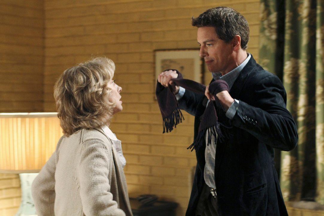 Langsam wird Iris Beckley (Ellen Crawford, l.) bewusst, dass mit Patrick Logan (John Barrowman, r.) nicht zu spaßen ist. Doch wird die Erkenntnis fü... - Bildquelle: ABC Studios