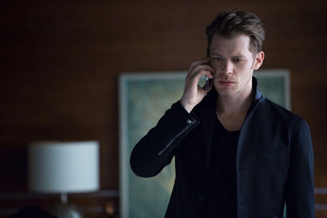 Muss sich Klaus (Joseph Morgan) schließlich für all die Taten, die er in den vergangenen Jahrhunderten begangen hat, vor einem Gericht aus Feinden r... - Bildquelle: Warner Bros. Entertainment, Inc.