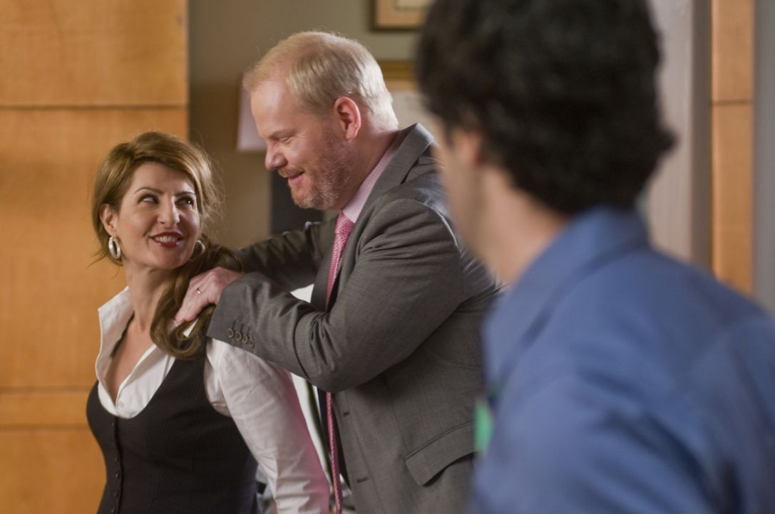 Sind Jo (Nia Vardalos, l.) und Andy (Jim Gaffigan, M.) wirklich nur Freunde? Brendan (Reid Scott, r.) beobachtet die beiden mit Argusaugen ... - Bildquelle: Sony Pictures Television Inc. All Rights Reserved.