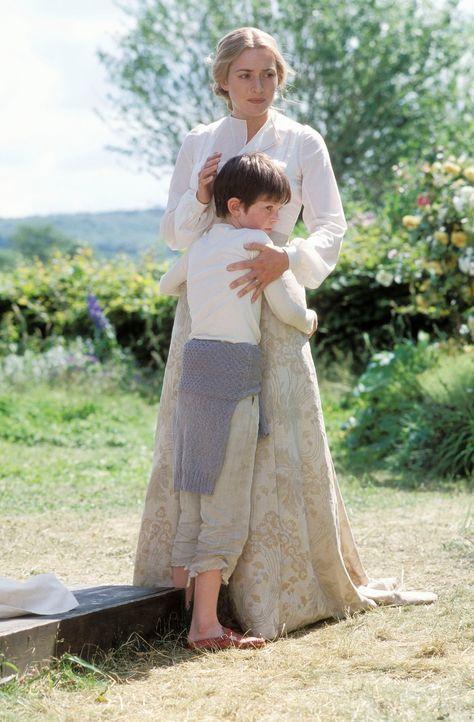 Als Sylvia (Kate Winslet, r.) schwer krank wird, bricht für ihren Sohn Peter (Freddie Highmore, l.), der gerade wieder Hoffnung auf ein wenig Glück... - Bildquelle: Miramax Films. All rights reserved