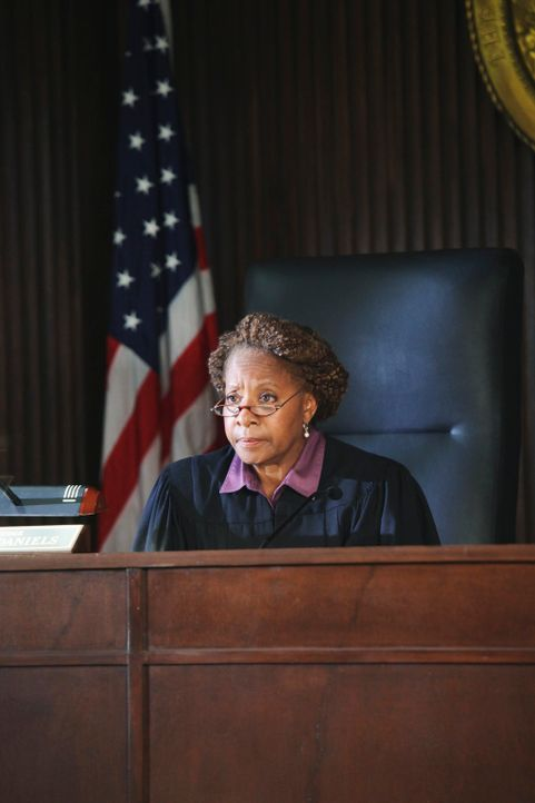 Der Prozess gegen Katie beginnt: Richterin (Conni Marie Brazelton) ... - Bildquelle: ABC Studios
