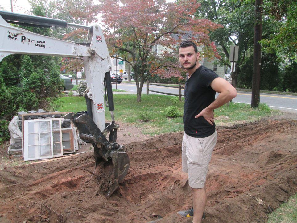 Metahan hat Erfahrungen im Baugeschäft - aber leider eher als Manager im Büro, als direkt auf dem Bau. Überschätzen er und seine Frau seine Fähigkei... - Bildquelle: 2016, DIY Network/Scripps Networks, LLC. All Rights Reserved.