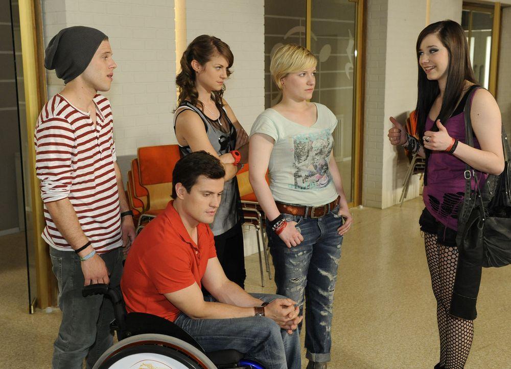 Ein Auftritt der STAG wartet auf (v.l.n.r.) Bodo (Frank Ziegler), Timo (Rocco Stark), Jenny (Lucy Scherer), Emma (Kasia Borek) und Luzi (Selina Mül... - Bildquelle: SAT.1