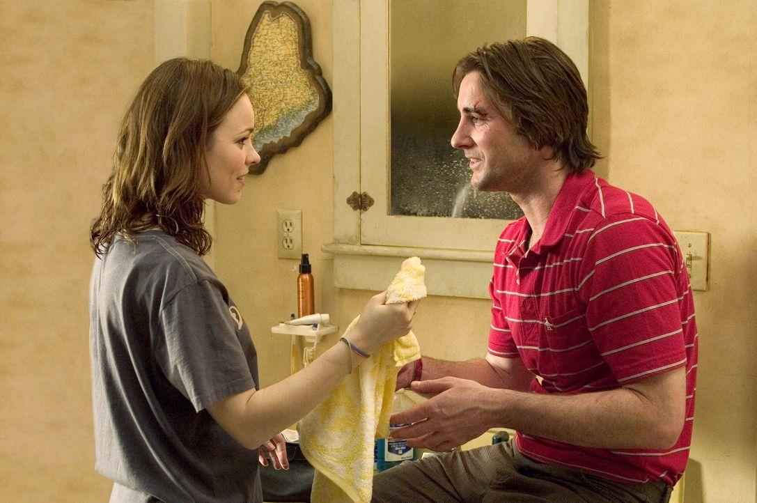 Auf die Geschwister Amy (Rachel McAdams, l.) und Ben (Luke Wilson, r.) wartet ein ganz besonderes Weihnachtsfest ... - Bildquelle: 2005 Twentieth Century Fox Film Corporation. All rights reserved.