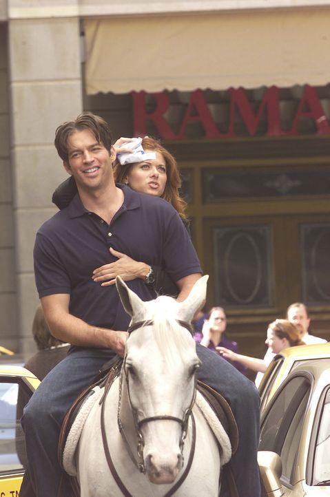 Grace (Debra Messing, r.) war auf dem Weg zur Befruchtungsklinik gegen eine Laterne gerannt und dabei kurz ohnmächtig geworden, aber ein unbekannte... - Bildquelle: NBC Productions