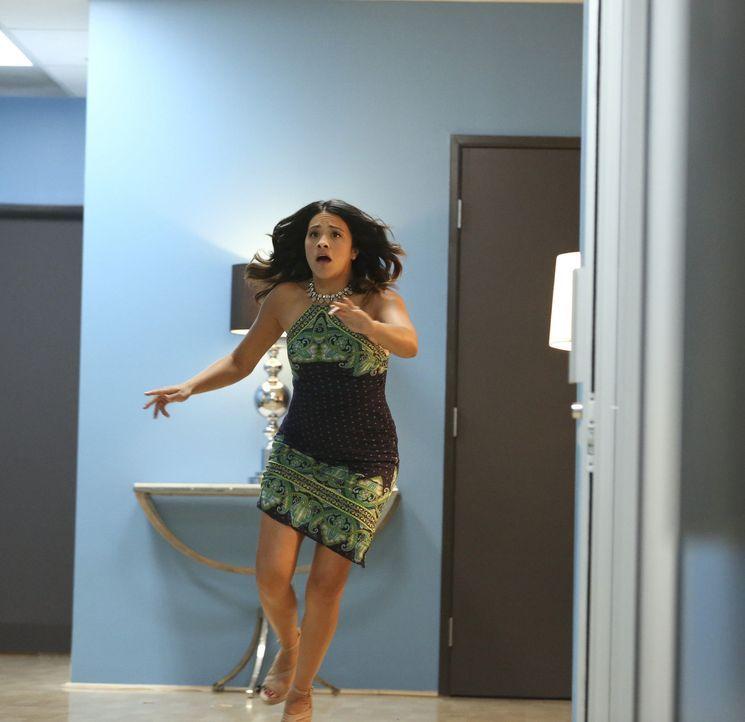 Fühlt sich schuldig wegen ihrer Gefühle für Rafael: Jane (Gina Rodriguez) ... - Bildquelle: 2014 The CW Network, LLC. All rights reserved.