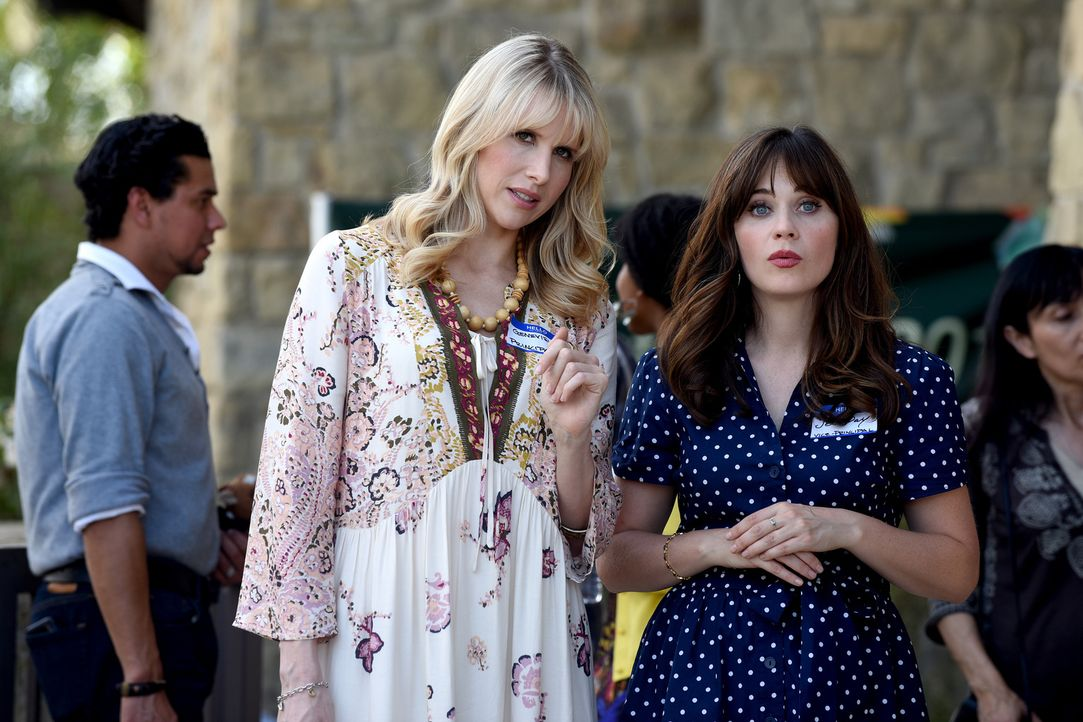 Genevieve (Lucy Punch, l.) will eine neue Schule eröffnen, woraufhin der Direktorenposten an ihrer jetzigen Schule frei wird. Jess (Zooey Deschanel,... - Bildquelle: 2017 Fox and its related entities.  All rights reserved.