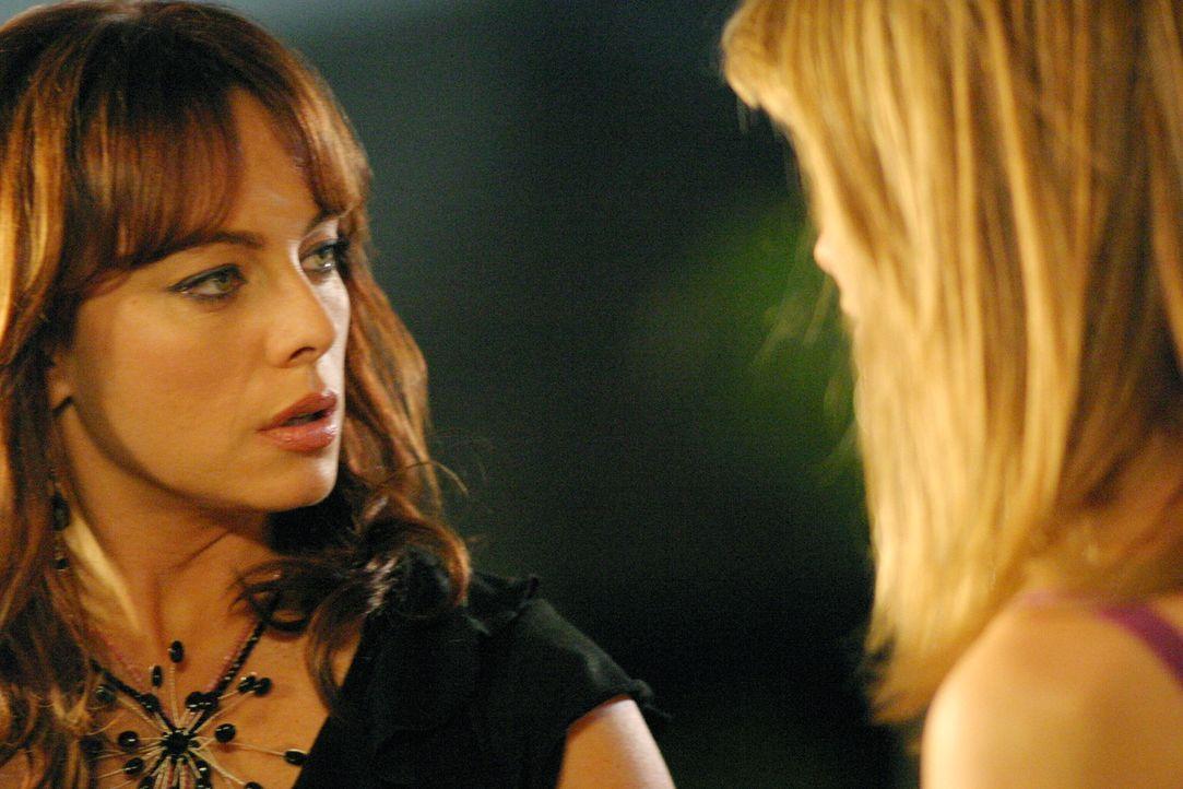 Marissa (Mischa Barton, r.) ist so enttäuscht von ihrer Mutter (Melinda Clarke, l.), dass sie ihr endlich mal die Meinung sagt ... - Bildquelle: Warner Bros. Television