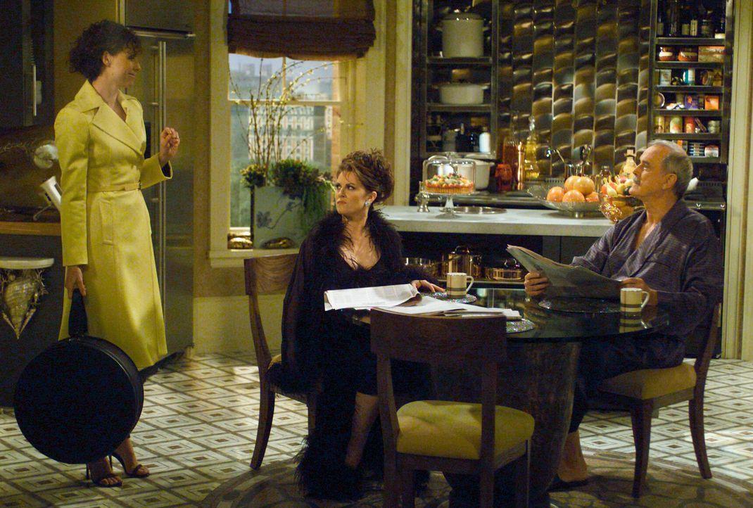 Wird das Zusammenleben von Lorraine (Minnie Driver, l.), Karen (Megan Mullally, M.) und Lyle (John Cleese, r.) friedlich verlaufen? - Bildquelle: Chris Haston NBC Enterprises International