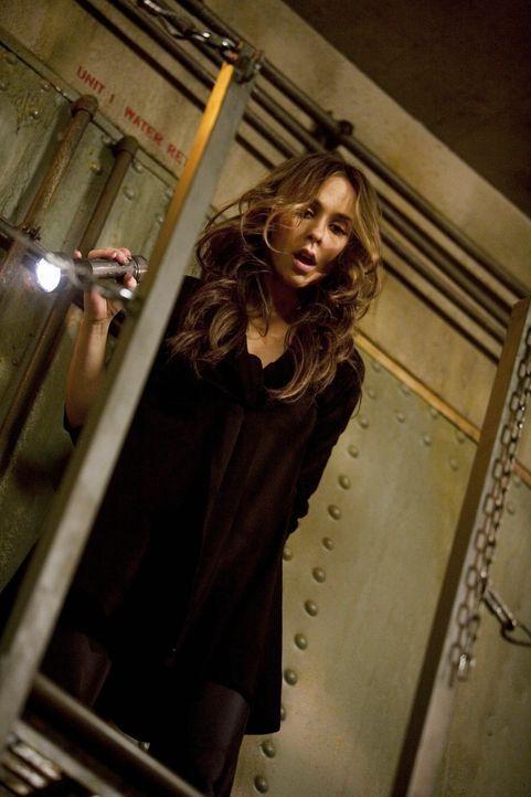 Ehe sich Melinda (Jennifer Love Hewitt) versieht, sitzt sie in einem Schacht fest ... - Bildquelle: ABC Studios