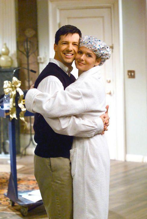 Versehentlich wird Jack (Sean Hayes, l.) Zeuge, wie Grace (Debra Messing, r.) ein erotisches Video für Leo dreht. Da ihre Schauspielerischen Fähig... - Bildquelle: NBC Productions