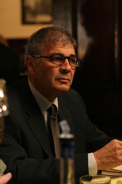 Unterstütz Jon bei einem neuen Fall: Agent Thomas Larson (Robert Forster) ... - Bildquelle: Paramount Network Television