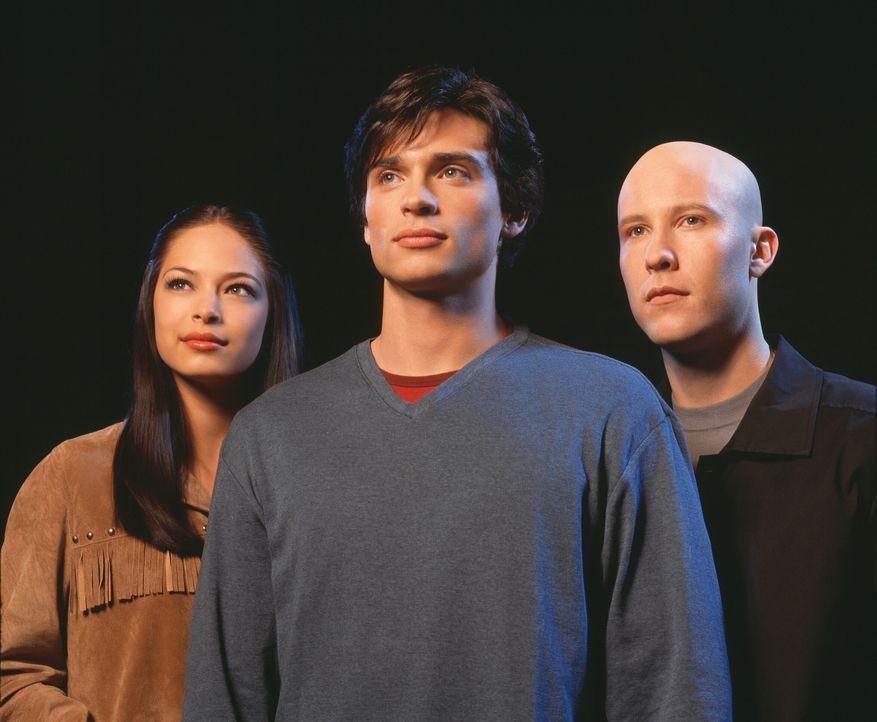 (1. Staffel) - Werden Lana (Kristin Kreuk, l.) und Lex (Michael Rosenbaum, r.) jemals das Geheimnis um Clark (Tom Wellling, M.) lüften können? - Bildquelle: Warner Bros.