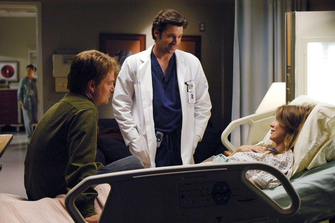 Meredith (Ellen Pompeo, r.) leidet seit kurzem unter heftigen Magenschmerzen und führt diese auf den Stress mit Derek (Patrick Dempsey, M.) und Finn... - Bildquelle: Touchstone Television
