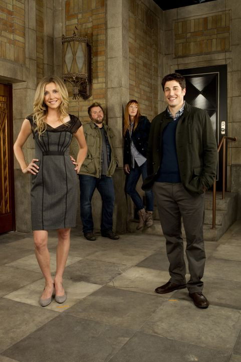 (1. Staffel) - Mad Love: Ben (Jason Biggs, vorne r.) und Kate (Sarah Chalke, vorne l.) verlieben sich ineinander und müssen bereits am Anfang ihrer... - Bildquelle: CPT Holdings, Inc. All Rights Reserved.