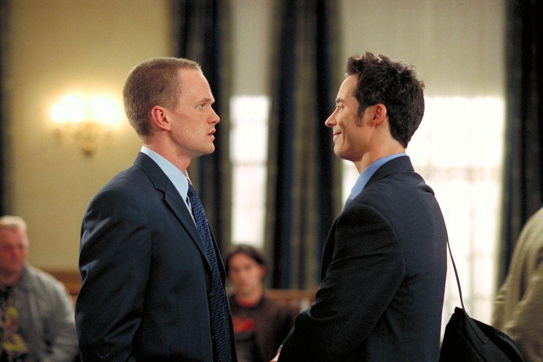 Ed (Tom Cavanagh, r.) ist sauer, als ein anderer Anwalt ebenfalls eine Kanzlei in einem Bowling-Center eröffnet ... - Bildquelle: Paramount