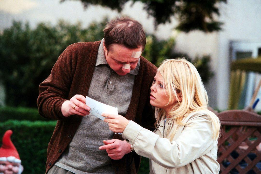 Natalie (Anne Sophie Briest, r.) hat einen Zeugen (Leonhard Marder, l.) gefunden, der - genau wie Sven - von Zuhältern zusammengeschlagen wurde. - Bildquelle: Sat.1