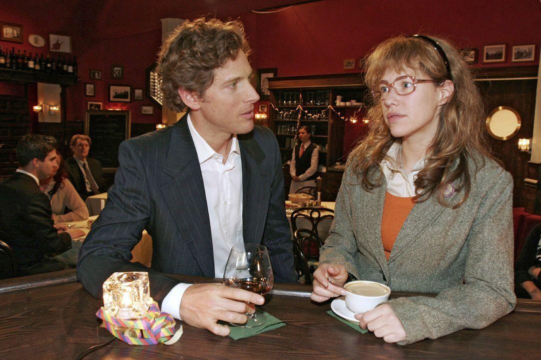 Lisa (Alexandra Neldel, r.) entschuldigt sich bei Lars (Clayton M. Nemrow, l.) für ihre Vorwürfe. - (Dieses Foto von Alexandra Neldel darf nur in Zu... - Bildquelle: Noreen Flynn SAT.1 / Noreen Flynn