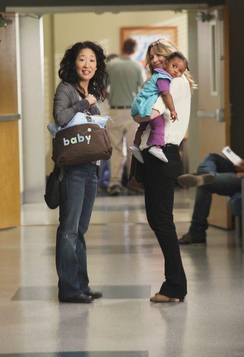 Während die Ehe von Cristina (Sandra Oh, l.) und Owen auf dem Prüfstand steht, muss Meredith (Ellen Pompeo, r.) die Konsequenzen tragen, die durch i... - Bildquelle: ABC Studios