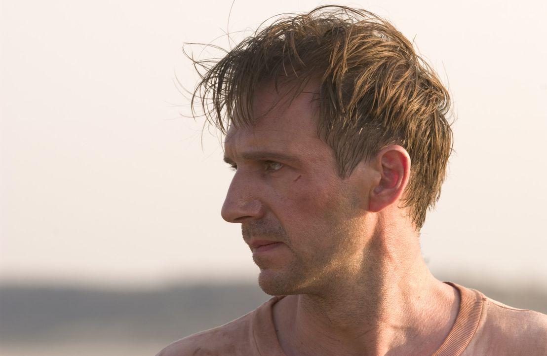 Diplomat Justin Quayle (Ralph Fiennes) ist auf der Suche nach der Wahrheit über den Tod seiner Frau. Das öffnet ihm nicht nur die Augen für die M... - Bildquelle: Epsilon Motion Pictures