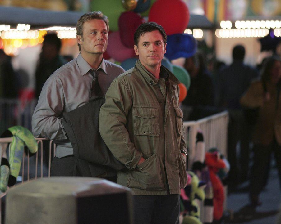 Kyle bekommt auf dem Rummel ein Gespräch zwischen Reynolds (Andrew Jackson, l.) und Tom Foss (Nicholas Lea, r.) mit, und bricht kurz darauf zusamme... - Bildquelle: TOUCHSTONE TELEVISION