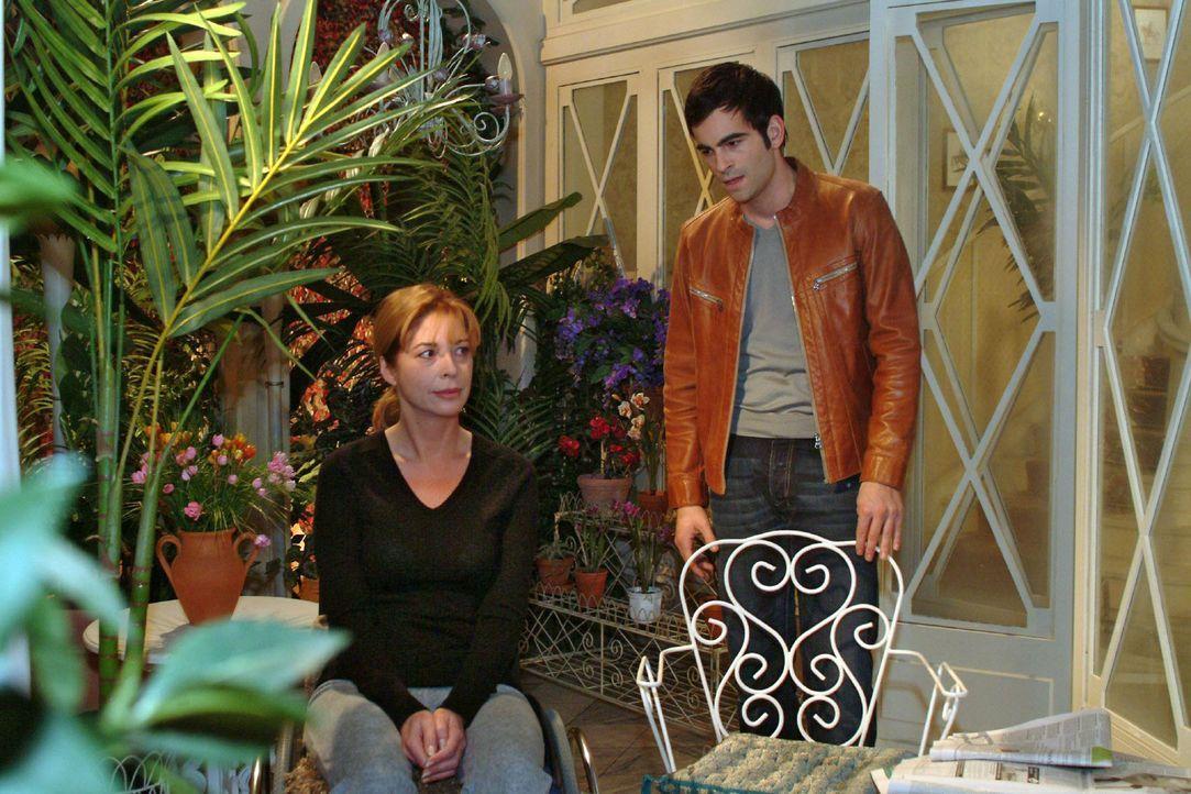 David (Mathis Künzler, r.) muss feststellen, wie schwierig es ist, an Laura (Olivia Pascal, l.) heranzukommen. - Bildquelle: Monika Schürle Sat.1