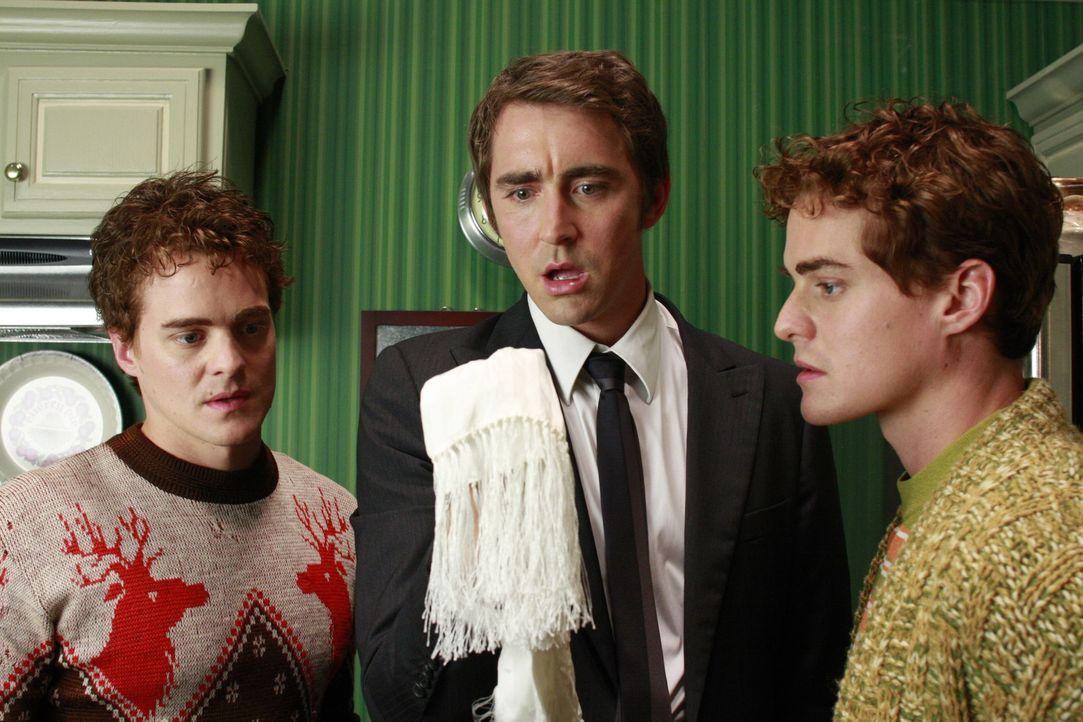 Ned (Lee Pace, M.) wagt es, seine Halbbrüder, die Zwillinge Ralston (Graham Miller) und Maurice (Alex Miller), zu besuchen, die Olive und Chuck aus... - Bildquelle: Warner Brothers