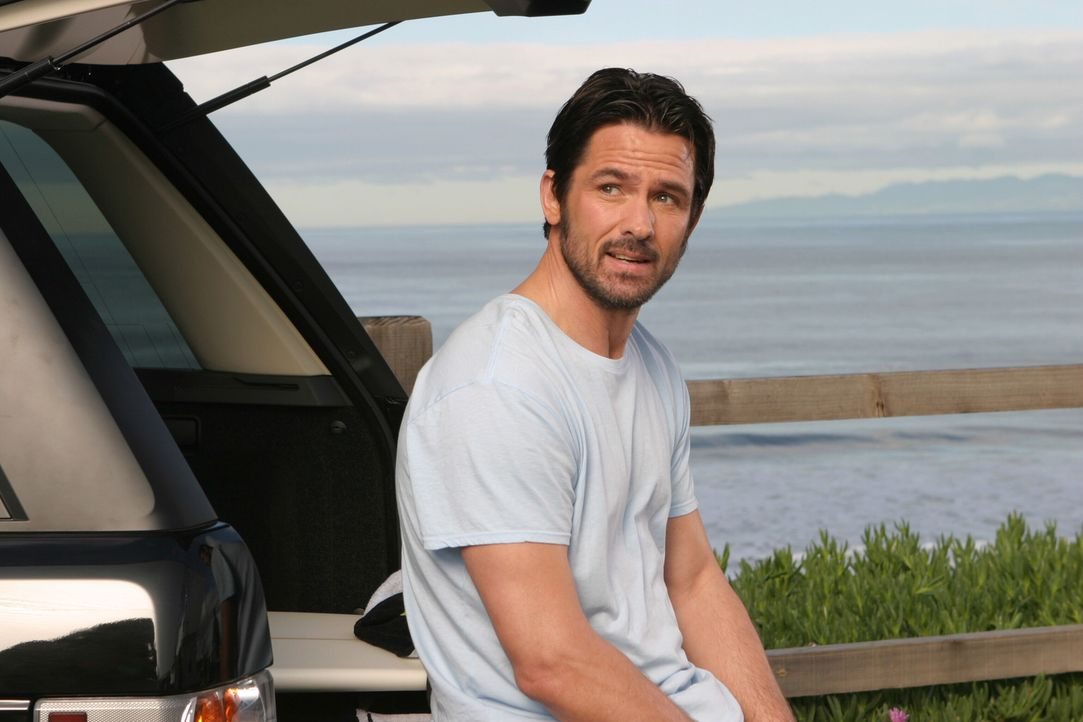 Sandy weitet seine Freundschaft mit Carter (Bill Campbell ) aus, was in einem Doppeldate endet von dem Kirsten aber alles andere als begeistert ist... - Bildquelle: Warner Bros. Television