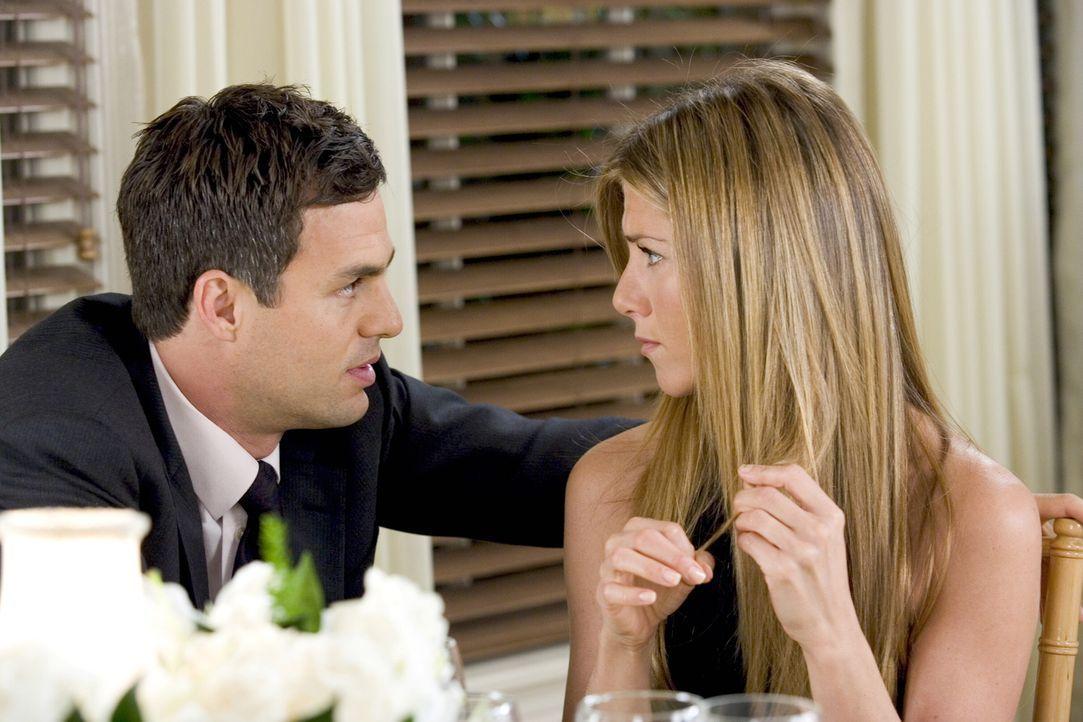 Jeff Daly (Mark Ruffalo, l.) macht sich ernsthafte Sorgen um seine Verlobte Sarah (Jennifer Aniston, r.), die tief in die Vergangenheit ihrer Famili... - Bildquelle: Warner Bros. Pictures