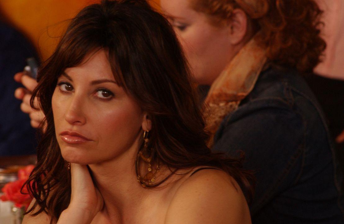 Valerie (Gina Gershon) wartet noch auf den Mann ihrer Träume ... - Bildquelle: 2007 Sony Pictures Television Inc. All Rights Reserved
