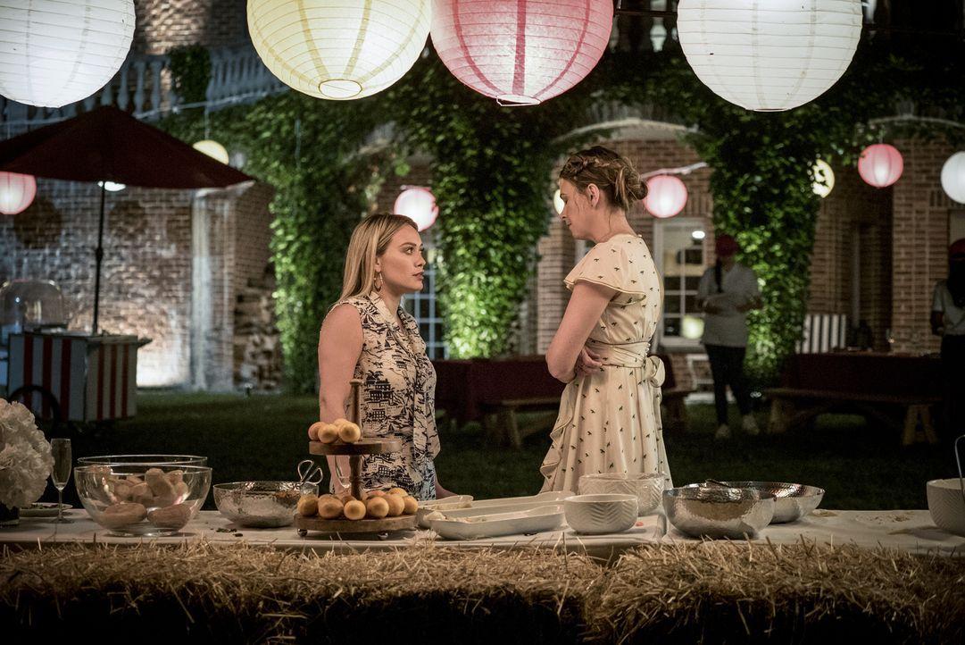 Kelsey Peters (Hilary Duff, l.); Liza Miller (Sutton Foster, r.) - Bildquelle: Hudson Street Productions Inc 2017