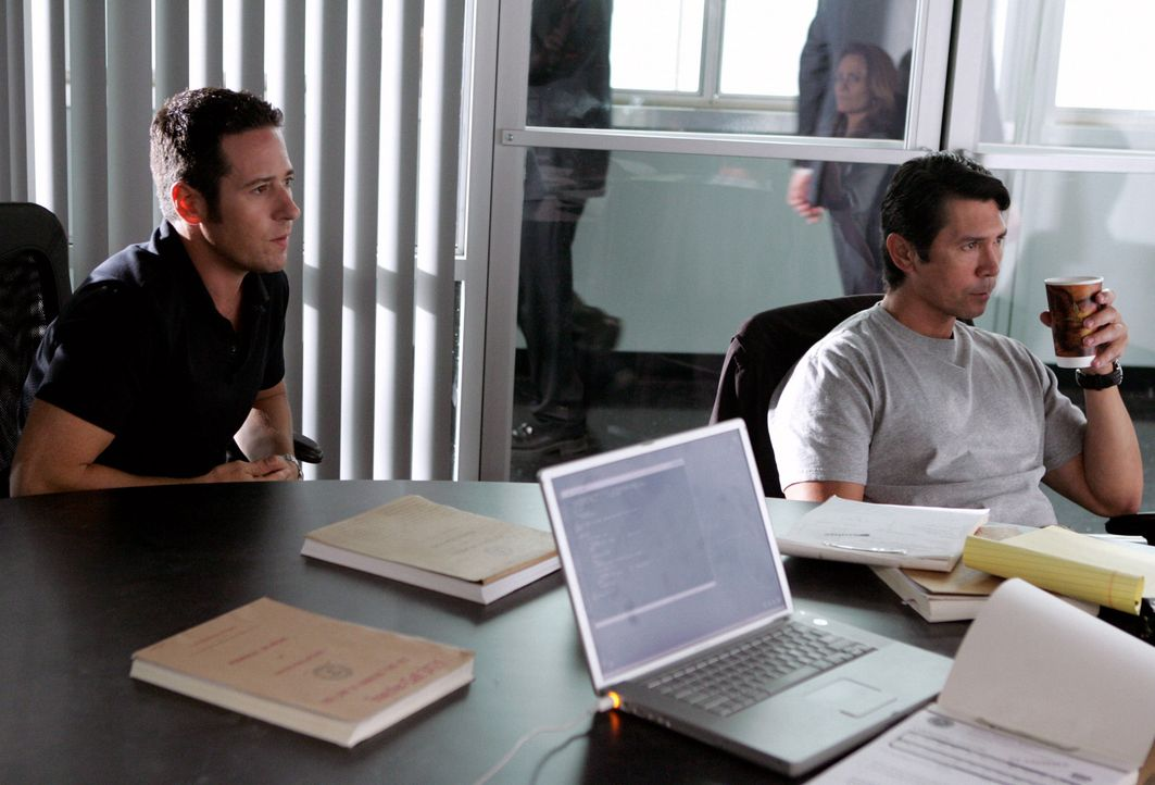 Können Don (Rob Morrow, l.) und Agent Ian Edgerton (Lou Diamond Phillips, r.) Crystal Hoyle und Buck Winters stoppen? - Bildquelle: CBS International Television