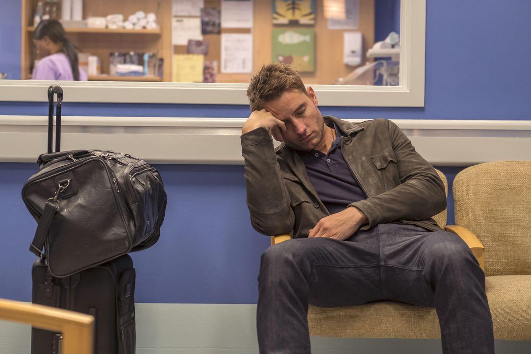 Kevin (Justin Hartley) steht neben sich, möchte Sophie aber nicht erneut enttäuschen und besucht sie deshalb trotzdem - mit drei Ringen im Gepäck ..... - Bildquelle: Ron Batzdorff 2017-2018 NBCUniversal Media, LLC.  All rights reserved./Ron Batzdorff