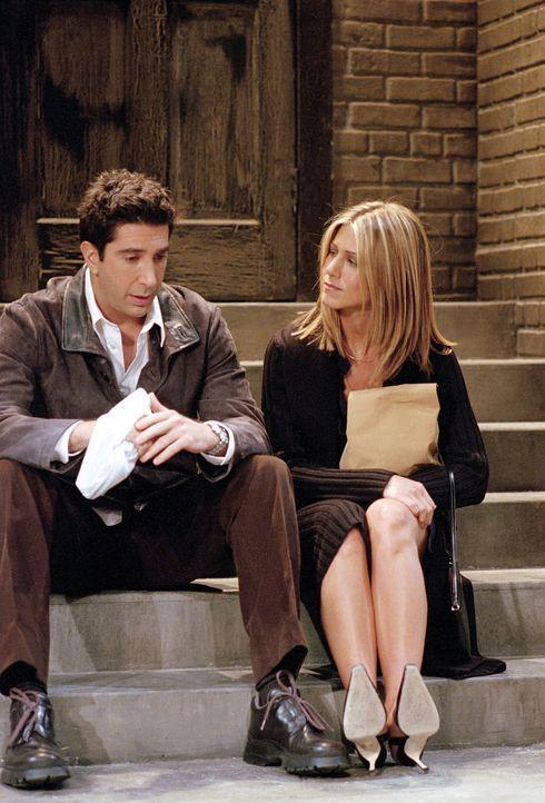 Rachel (Jennifer Aniston, r.) weiß noch nicht, wie sie ihr Leben mit einem Kind gestalten soll. Freund un zukünftiger Vater Ross (David Schwimmer)... - Bildquelle: TM+  WARNER BROS.