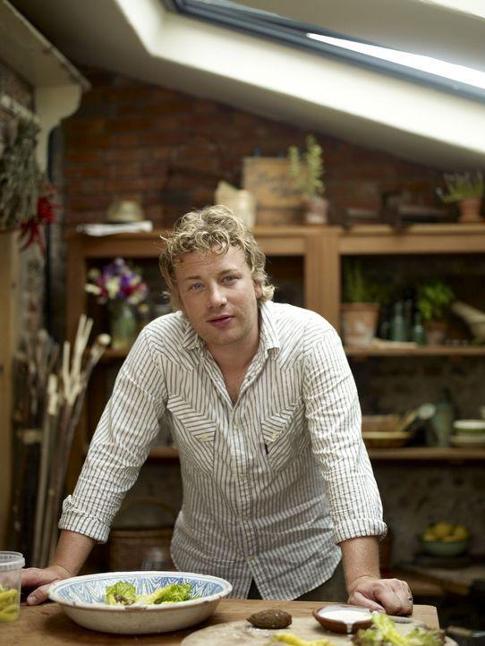(1. Staffel) - Jamie Oliver versteht es, köstlich zu kochen! - Bildquelle: David Loftus Fremantle