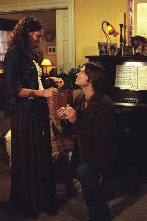 Haben sich wieder versöhnt: Matt (Barry Watson, r.) und Sarah (Sarah Danielle Madison, l.) ... - Bildquelle: The WB Television Network
