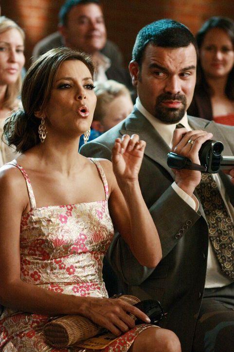 Während sich die Situation zwischen Mike, Susan und Katherine immer weiter zu spitzt, besuchen Gabrielle (Eva Longoria, l.) und Carlos (Ricardo Anto... - Bildquelle: ABC Studios