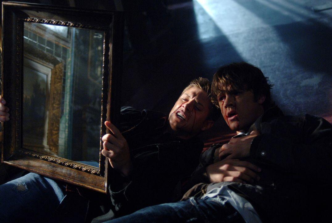 Um einen mysteriösen Tod aufzudecken, bringen sich Sam (Jared Padalecki, r.) und Dean (Jensen Ackles, l.) in große Gefahr ... - Bildquelle: Warner Bros. Television