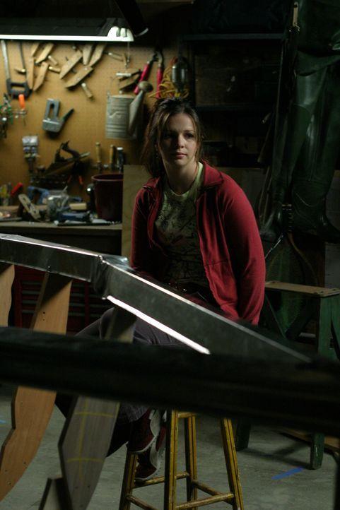 Im Einklang mit Gott startet Joan (Amber Tamblyn) mit dem Bau eines Bootes ... - Bildquelle: Sony Pictures Television