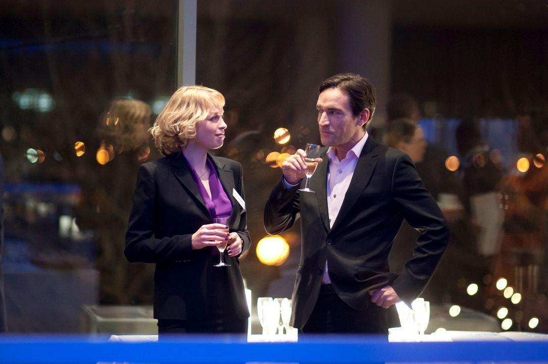 Um der charmanten Heidi (Sian Breckin, l.) zu gefallen, gibt sich Stephen als jemand aus, der er nicht ist ...