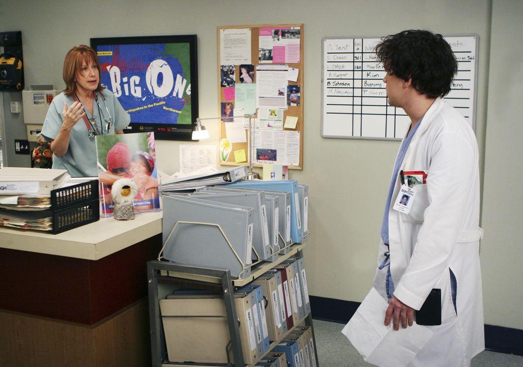 Während George (T.R. Knight, r.) die unangenehme Aufgabe erhält, eine genesene Patientin zu entlassen, die sich weigert das Spital zu verlassen, kün... - Bildquelle: Touchstone Television