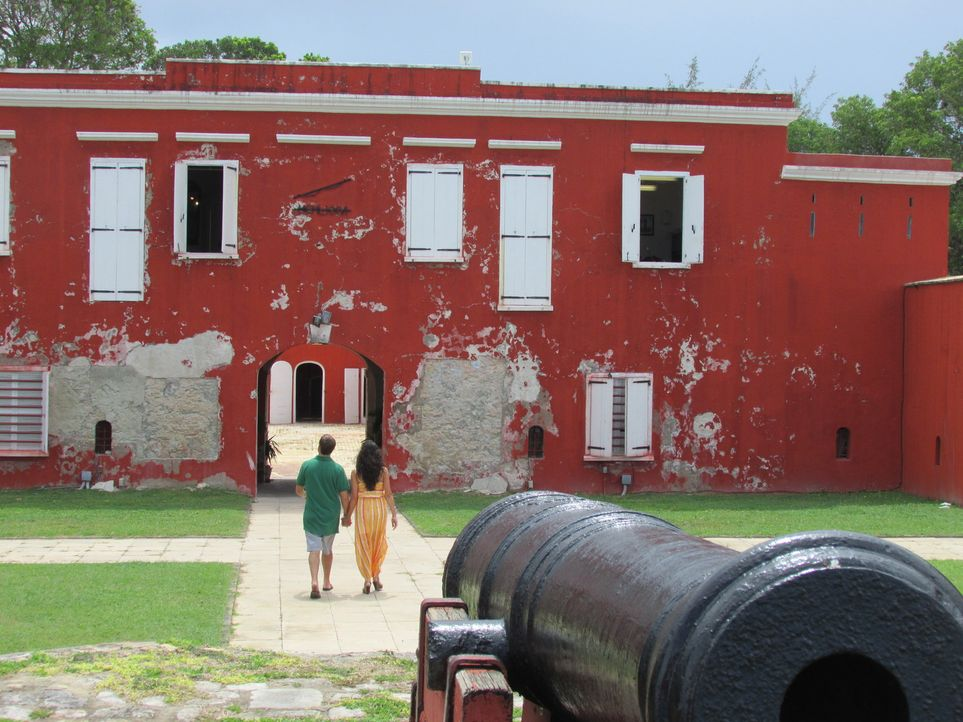 Als Corinne Farinola (r.) und Patrick Kralik (l.) sich in St. Croix treffen, verlieben sie sich sofort ineinander. Nun wollen sie einen weiteren Sch... - Bildquelle: 2013, HGTV/Scripps Networks, LLC. All Rights Reserved.