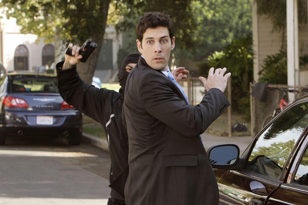 Er ahnt nichts von Micks Geheimnis und steht dem Detektiven skeptisch gegenüber: Doch als Josh Lindsey (Jordan Belfi, vorne) von einem gefährlichen... - Bildquelle: Warner Brothers