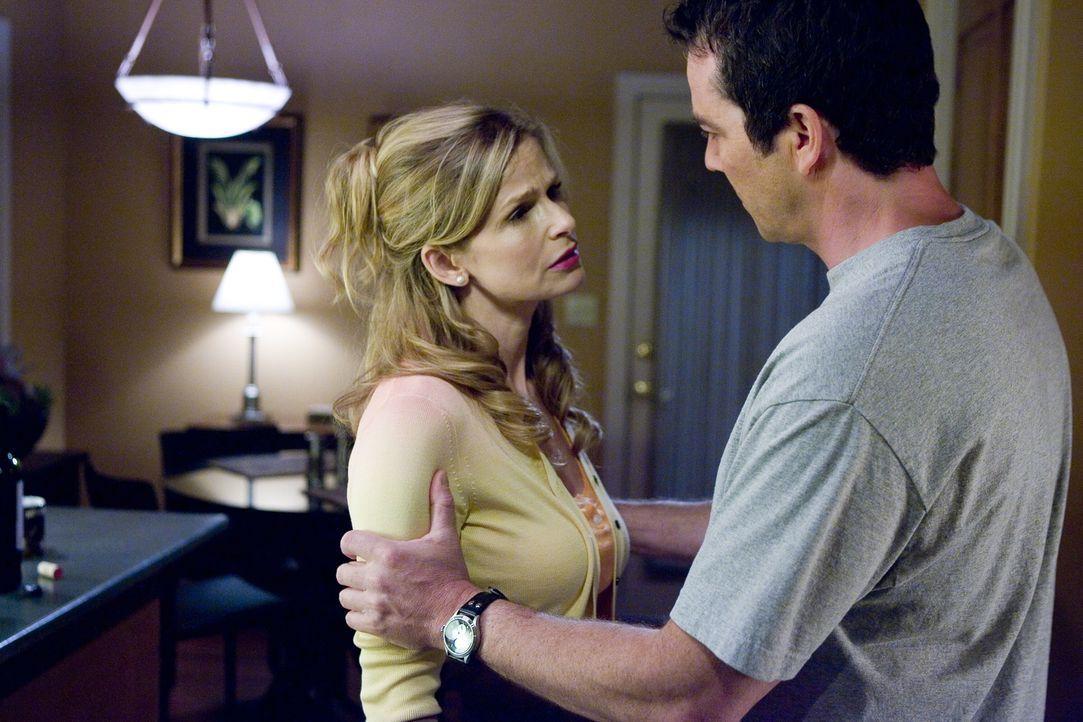 Wird die Beziehung von Brenda (Kyra Sedgwick, l.) und Fritz (Jon Tenney, r.) erneut auf eine harte Probe gestellt? - Bildquelle: Warner Brothers