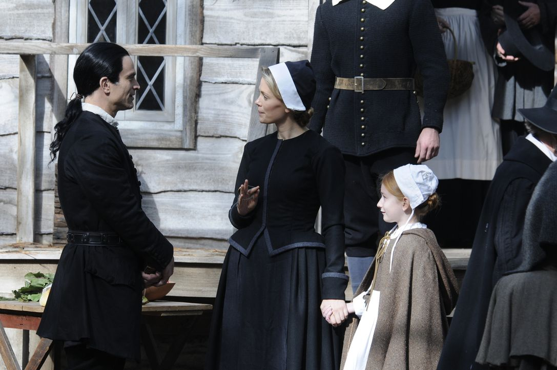 Schon Katrinas Großmutter Helena (Katia Winter, M.) im Jahre 1692 in Salem ahnte, dass von dem Hexenmeister Solomon Kent (Johnathon Schaech, l.) nic... - Bildquelle: 2014 Fox and its related entities. All rights reserved