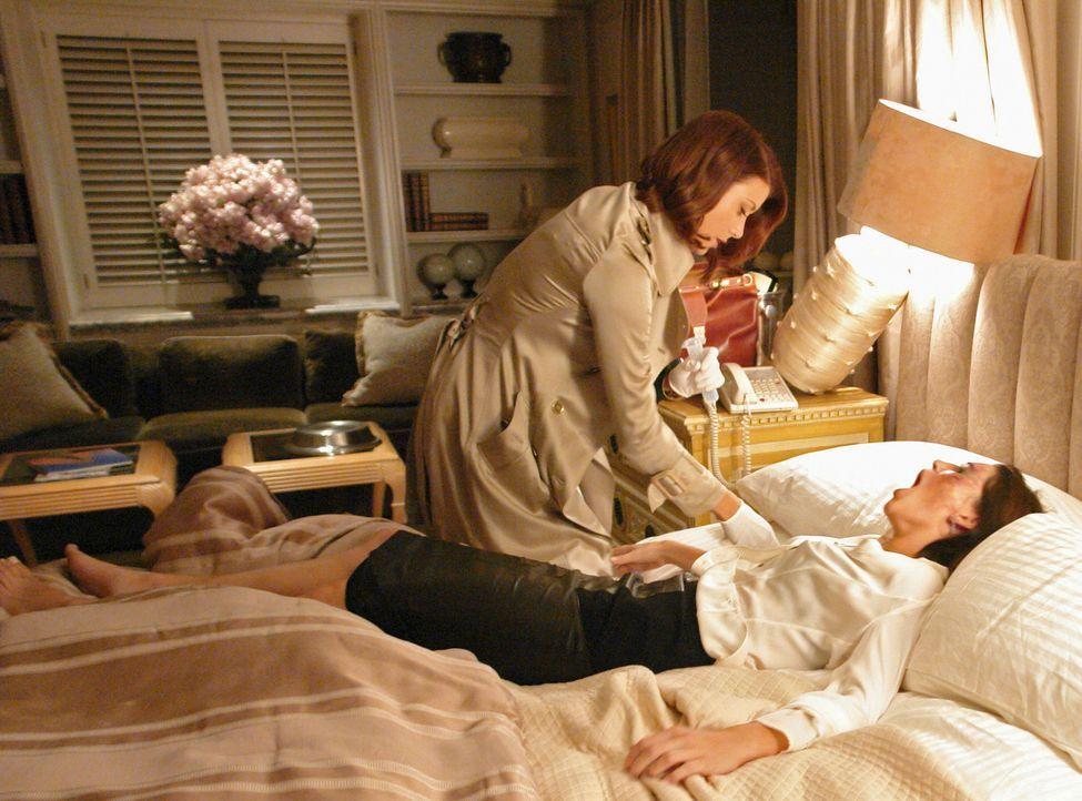 Addison (Kate Walsh, r.) behandelt Carley (Ginny Weirick, l.), eine junge Frau, die sich ihr Studium durch Prostitution finanziert und dadurch in gr... - Bildquelle: ABC Studios