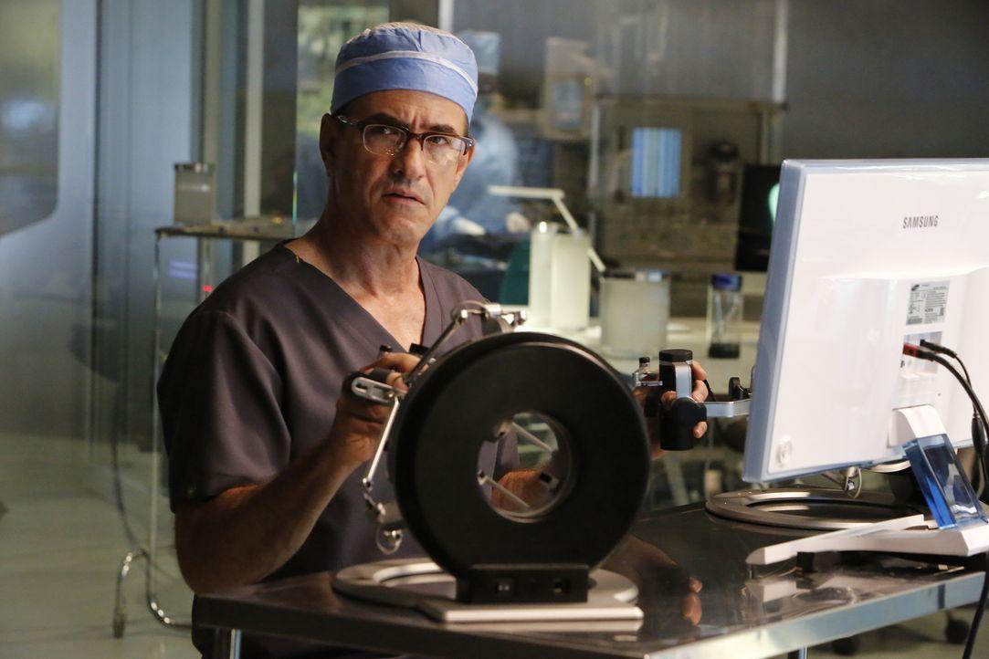 Bei einem Eingriff stellt Walter (Dermot Mulroney) fest, dass die Patientin Krebs im fortgeschrittene Stadium hat und ihr medizinisch wahrscheinlich... - Bildquelle: Bill Inoshita 2016 CBS Broadcasting, Inc. All Rights Reserved